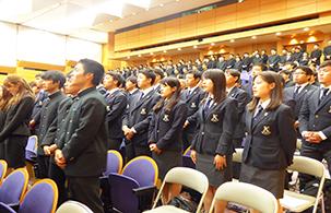 塾歌を歌う生徒たち1.jpg